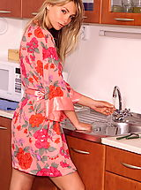 gina lee 02 kitchen shaved pussy outtakes