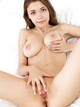 shaved, Mila Azul
