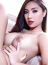 Asian Pussy: Bellina