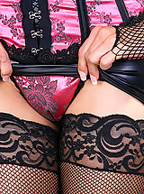 Ronis Paradise Pics: sexy garter belt and silky nylon stockings