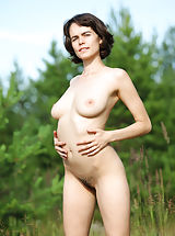 Rimma looks amazing in her stunning outdoor nude show