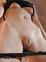 Labia Stretching, Jessi Gold