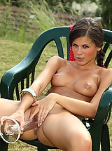 shaved, Little Caprice