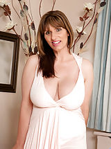 Hottie cougar Josephine James slides off her dress to show her round ass indoors