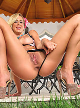 Beautiful Babe, Seducing Pretty Housewife #827 Cherie DeVille shows tasty vagina