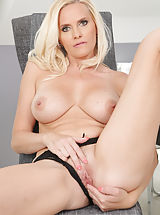milf pussy, Lilly Peterson