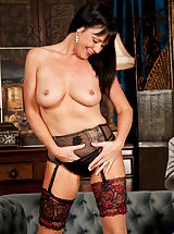 Anilos Pics: Milf babe in her red stilettos spreads her luscious ass