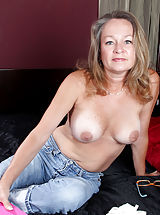 Sexy Girl, Busty Anilos Kashmir peels off her tight jeans and masturbates