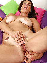 Hanging Labia, Mature vixen uses a high powered vibe to make her pussy quiver